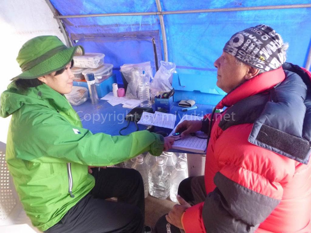アコンカグア登山2日目 医師のメディカルチェック