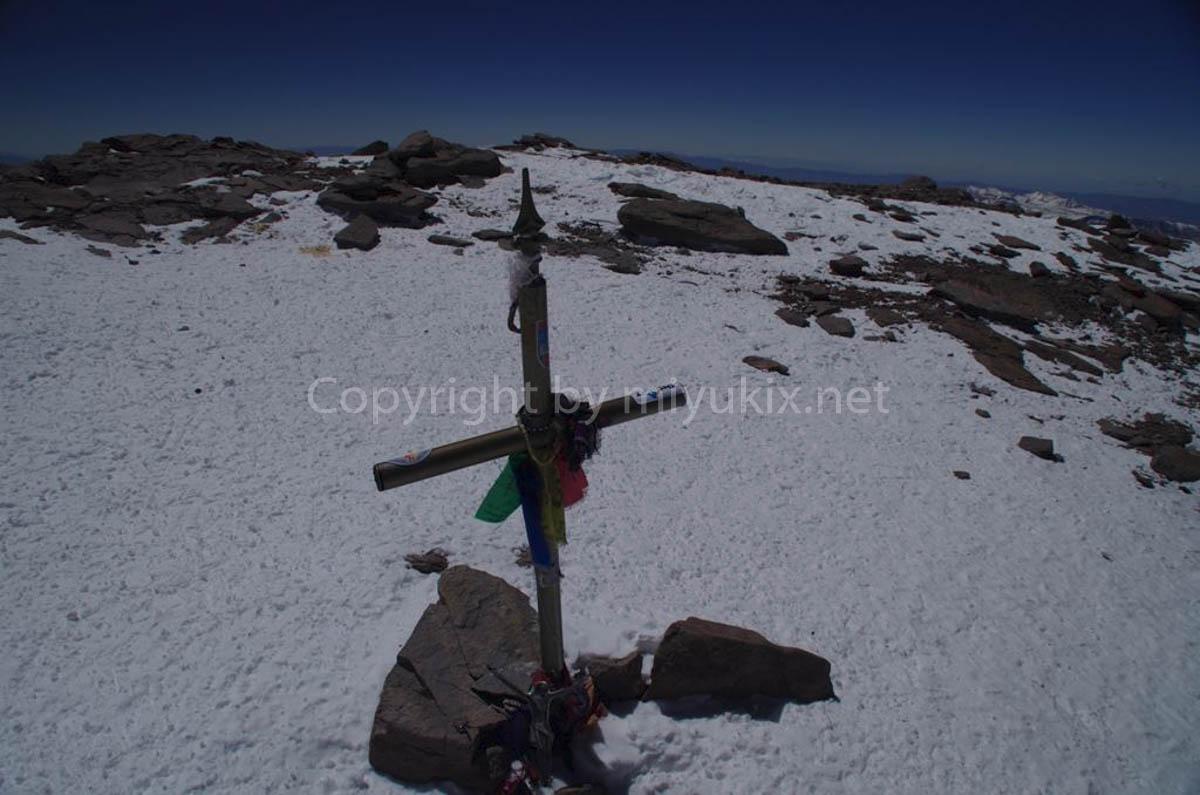 アコンカグア頂上にある十字架 Summit Aconcagua Expedition