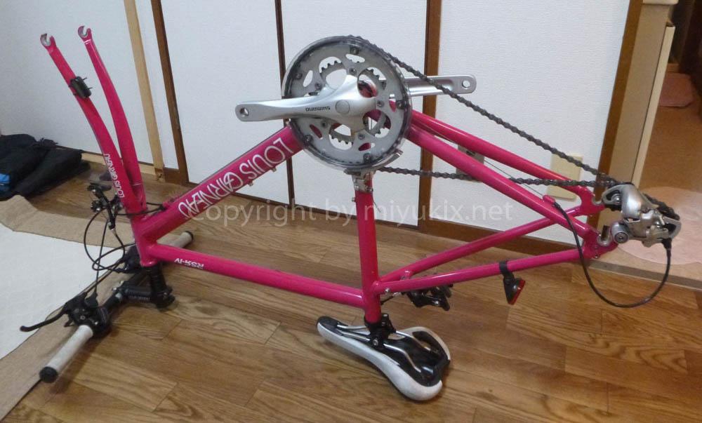 自転車のリアディレイラーにエンド金具をはめる