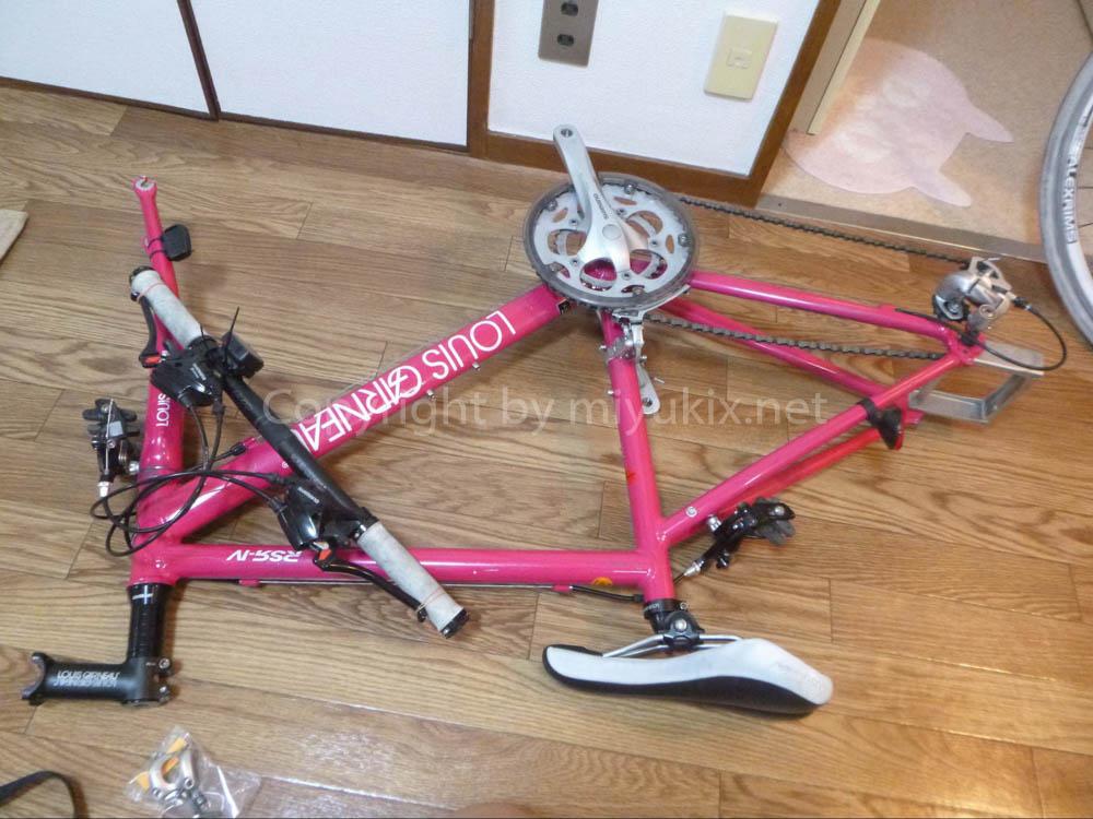 自転車のハンドルを外す