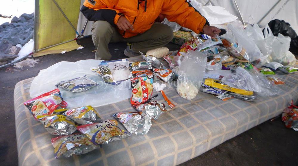 アコンカグア登山:上部キャンプ用の行動食作り