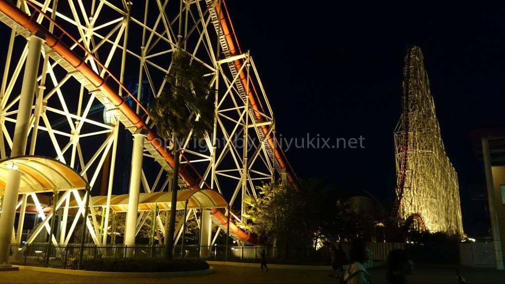 夜のスチールドラゴン(ジェットコースター)
