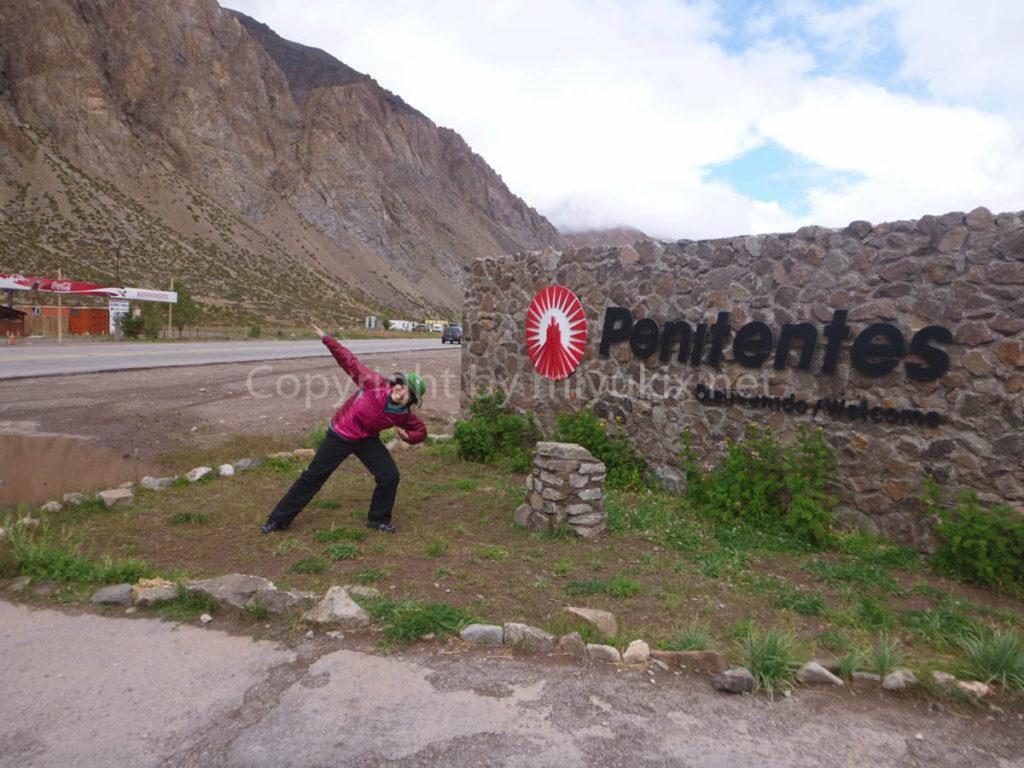 アコンカグア登山口 プエント・デル・インカ(2700m)Puente del Inca Penitentes