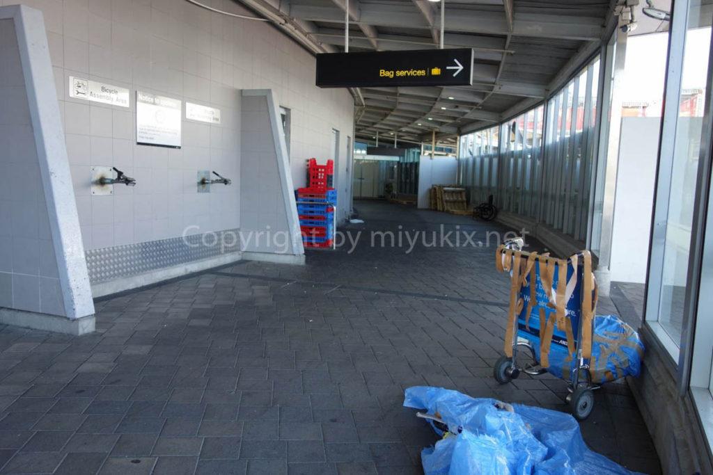 オークランド国際空港の自転車組み立てエリア